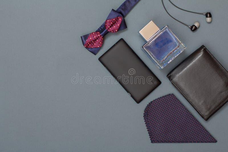 手机,蝶形领结,人的,耳机,皮革purs科隆香水 库存图片