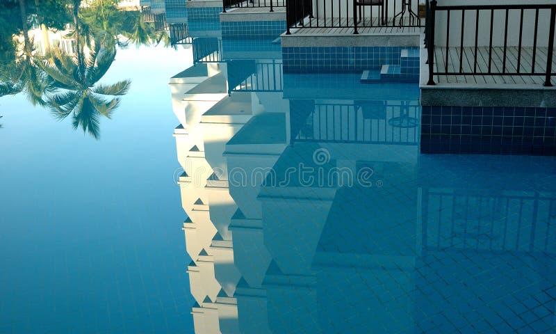 手段的游泳场 免版税库存照片