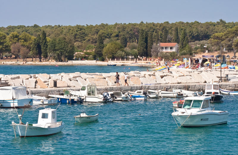 Download 手段Fazana,克罗地亚 编辑类库存照片. 图片 包括有 人们, 晚上, 码头, 安静, 本质, 海运 - 30325383