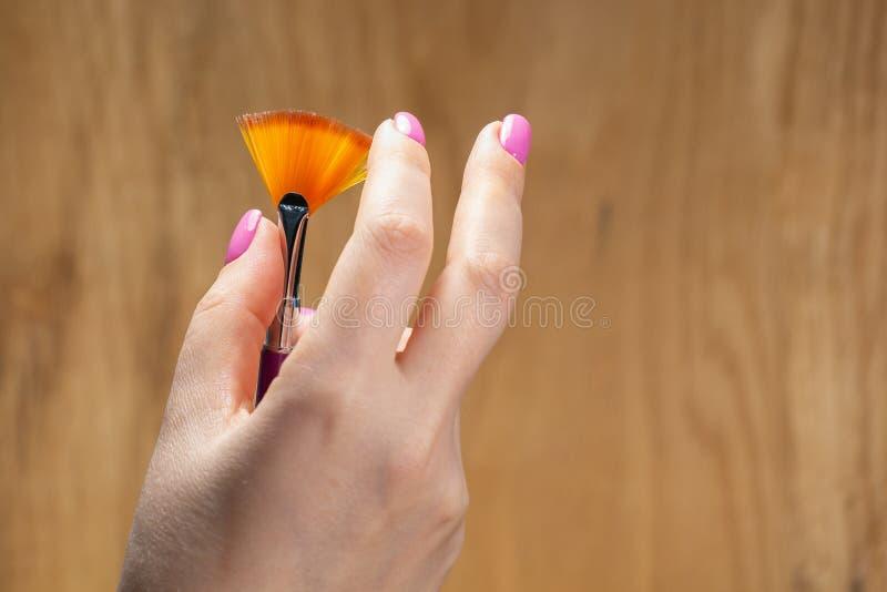 手特写镜头视图有年轻女人修指甲的  库存照片