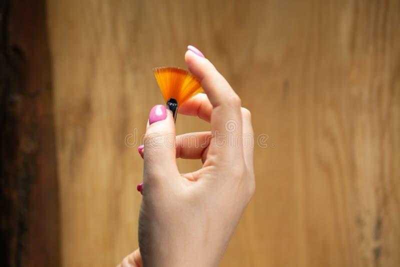手特写镜头视图有年轻女人修指甲的  免版税库存照片