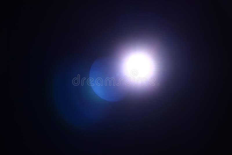 从手电的抽象光在黑暗 库存图片