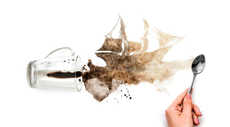 手画船 以船的形式溢出的咖啡 增殖比 图库摄影
