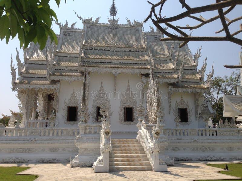 手白色寺庙,wat rong khun,清莱细节  图库摄影