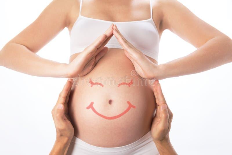 从手的议院在怀孕的腹部附近 免版税图库摄影
