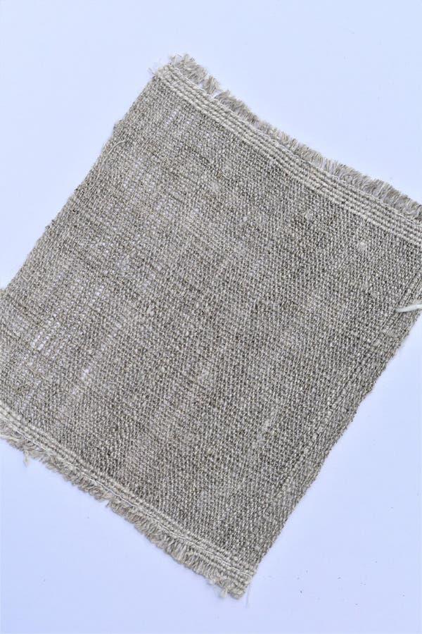 手织的手转动的亚麻布特写镜头  纺织品 库存照片