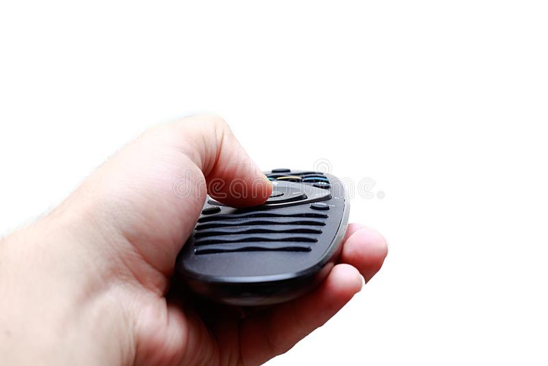 手遥控紧迫的电视,隔绝在白色背景 f 免版税图库摄影
