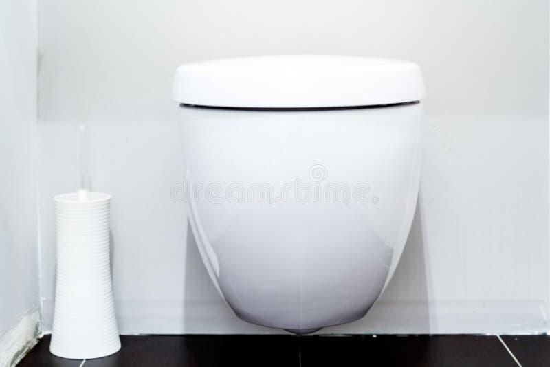 洗手间在一个现代卫生间里 库存照片