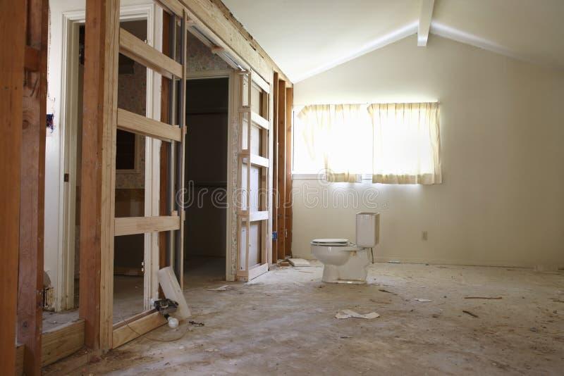 洗手间在整修下的议院里 库存图片