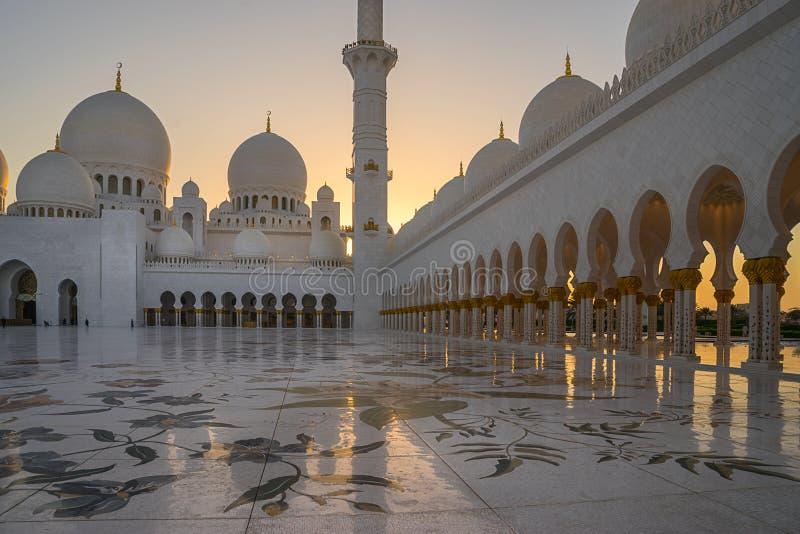 扎耶德在Adu Dhabi的Grand Mosque回教族长 免版税库存图片