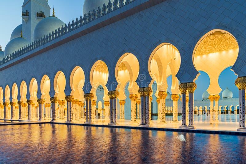 扎耶德在Adu Dhabi的Grand Mosque回教族长 库存照片