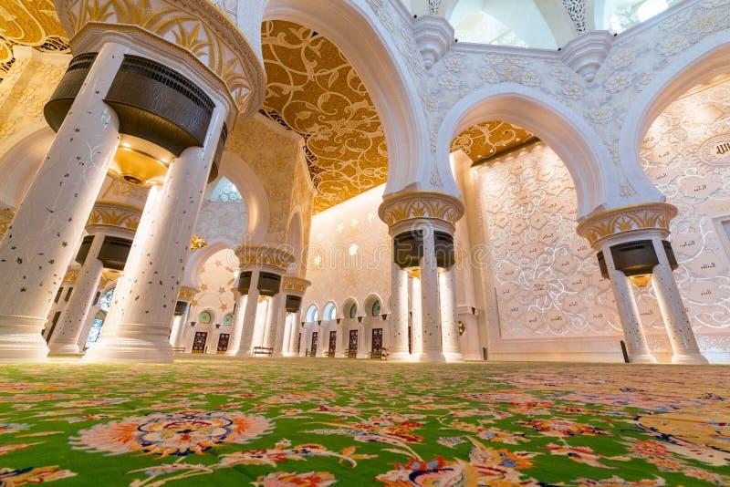 扎耶德Grand Mosque回教族长内部在阿布扎比 库存图片