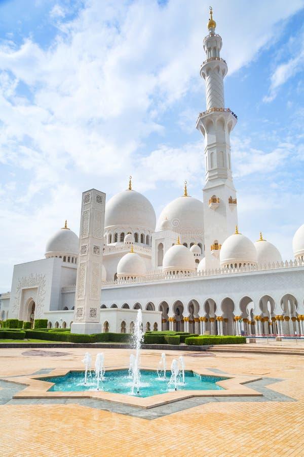 扎耶德Grand Mosque回教族长在阿布扎比,阿拉伯联合酋长国 免版税图库摄影