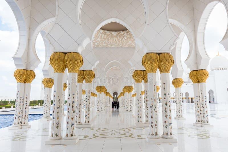 扎耶德Grand Mosque回教族长壮观的内部在阿布扎比,阿拉伯联合酋长国 库存图片