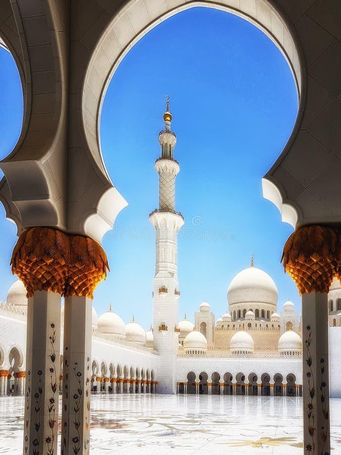 扎耶德Grand Mosque阿布扎比回教族长在下午阳光下 库存图片