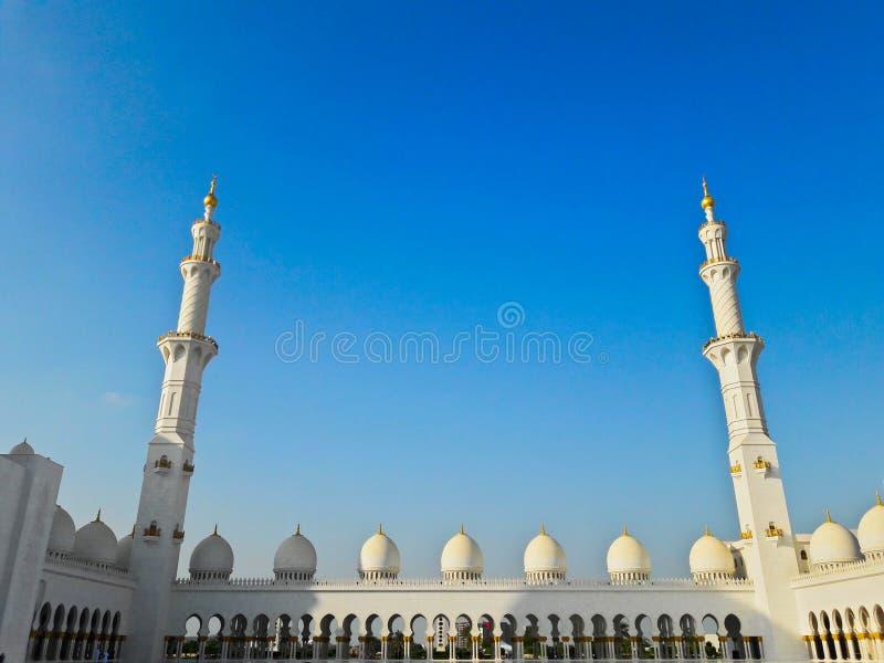 扎耶德Grand Mosque阿布扎比回教族长在冬天 免版税库存图片
