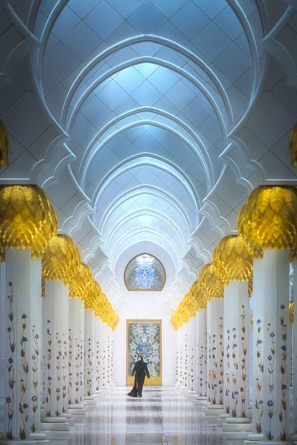 Download 扎耶德Grand Mosque阿布扎比回教族长段落 编辑类库存图片. 图片 包括有 地标, 回教, 生物碱 - 111138364