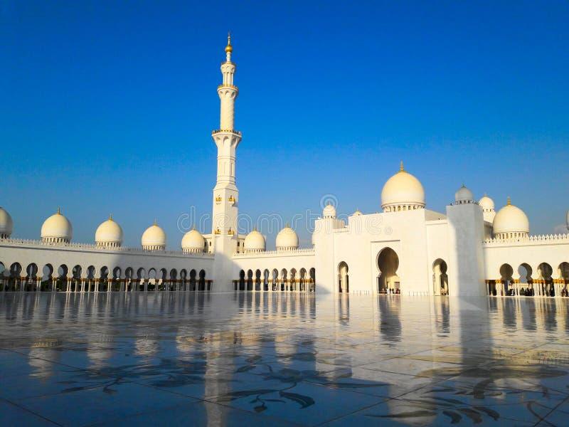 扎耶德Grand Mosque阿布扎比阿拉伯联合酋长国回教族长在冬天 库存图片