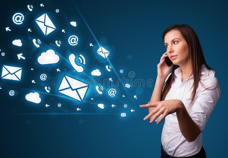 Download 打与消息图标的小姐电话 库存图片. 图片 包括有 女孩, 信息, 想法, 新闻, 要素, 邮箱, 数据, 通信 - 62526549