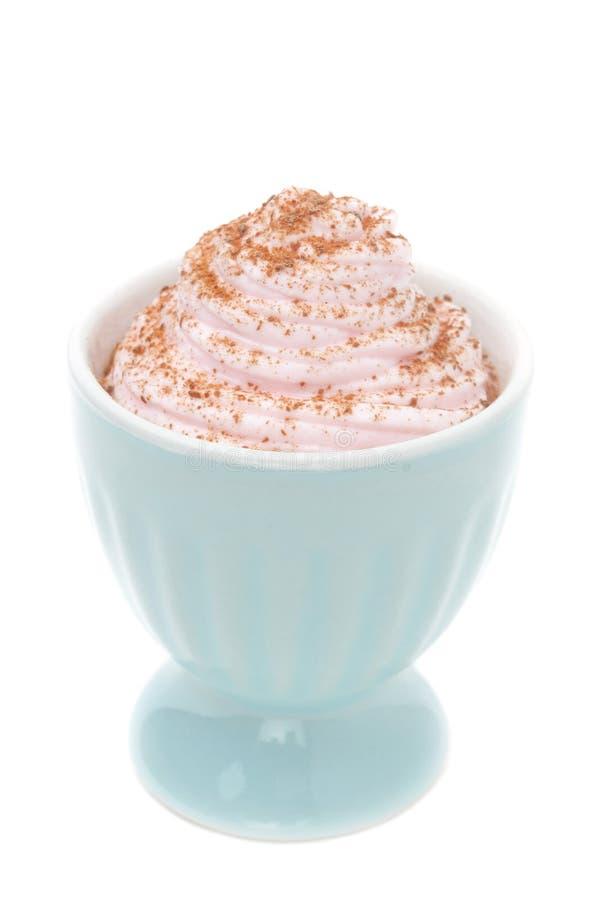 Download 打好的奶油点心冠上用被磨碎的巧克力隔绝了c 库存图片. 图片 包括有 新鲜, 查出, 奶油甜点, 冷静, 奶油 - 30334179