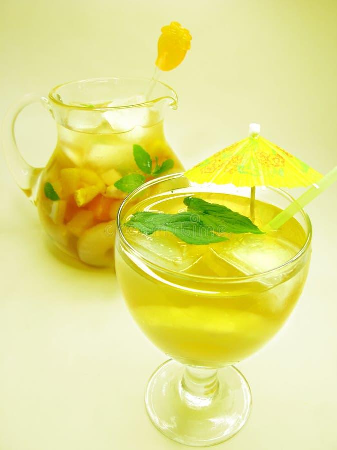 打孔机鸡尾酒饮料用果子 库存图片