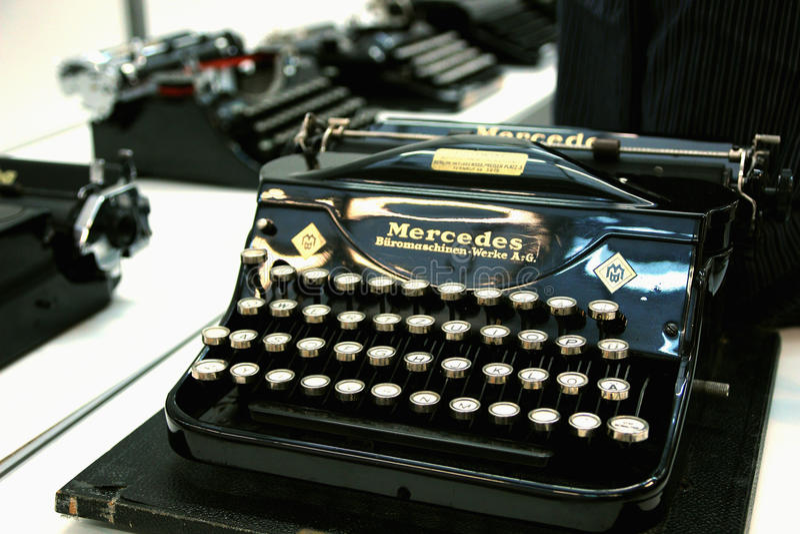 打字机公司默西迪丝德国人字体 免版税图库摄影