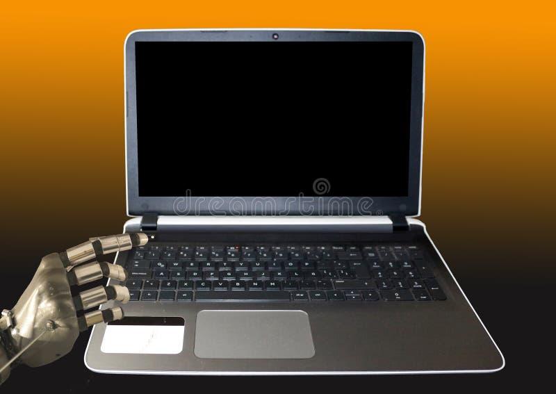 打开准备好的膝上型计算机由一只机器人手打开 免版税库存照片