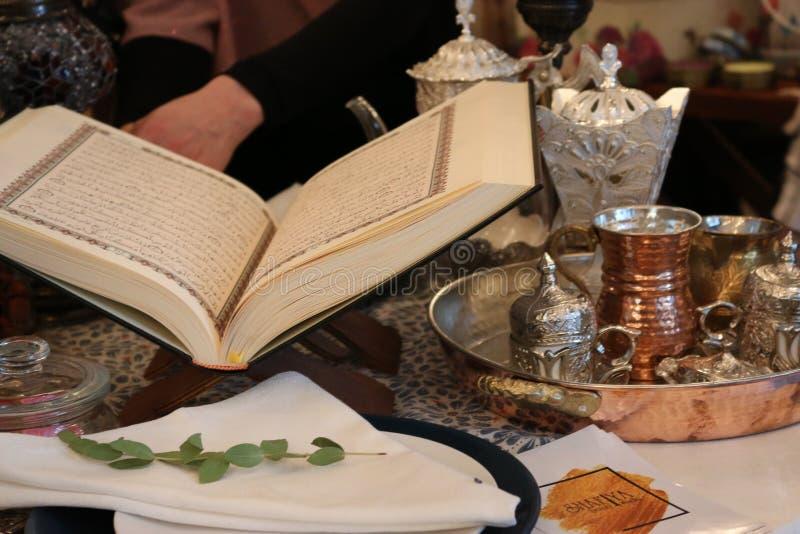 打开古兰经圣经赖买丹月kareem 免版税库存照片