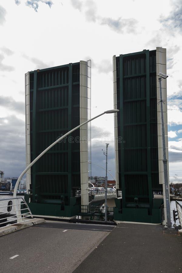 打开吊桥, Zaanse Schans,荷兰 免版税库存图片