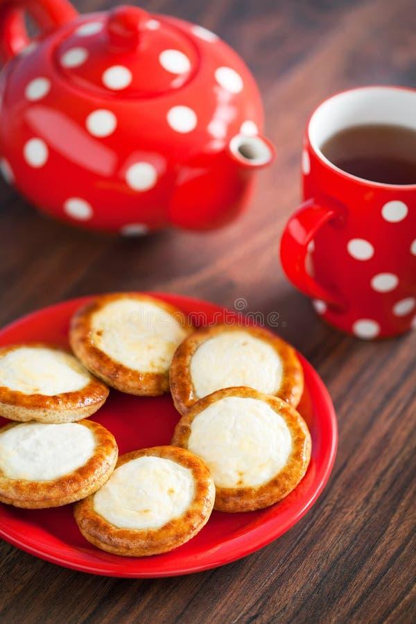 Download 打开微型饼 库存图片. 图片 包括有 branden, 小圆面包, 美食, 加点, 酥皮点心, 食物, 有壳 - 30330533