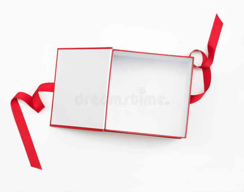 打开有红色罗缎丝带的礼物盒 库存图片
