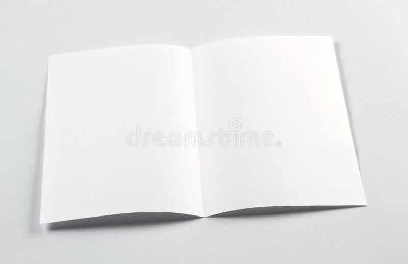 打开白色空白的小册子A4-A5飞行物大模型 免版税图库摄影