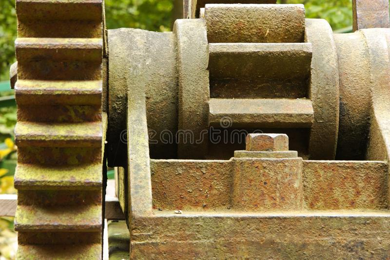 打开的水坝门的机制 图库摄影