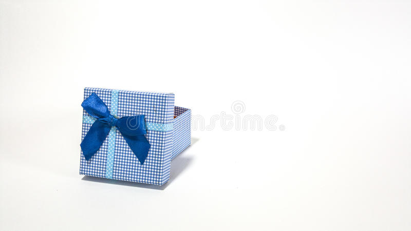 打开礼物盒隔离 库存照片