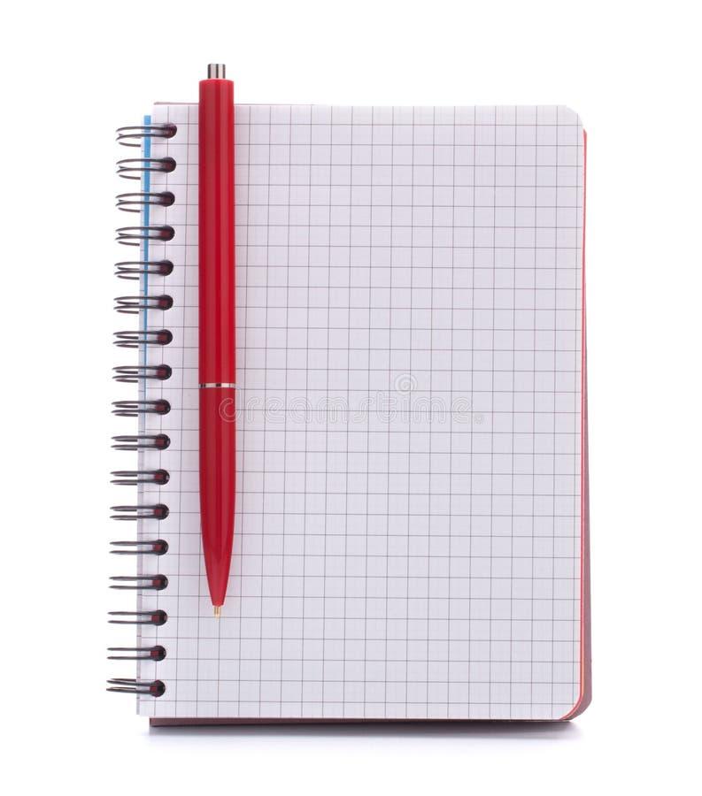 打开空白有红色笔的被检查的笔记本 免版税库存图片