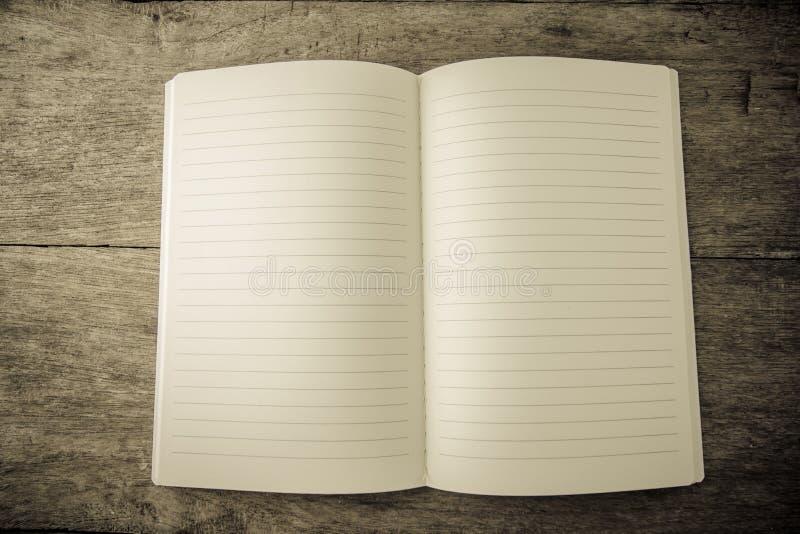 打开空白被排行的笔记本 免版税图库摄影