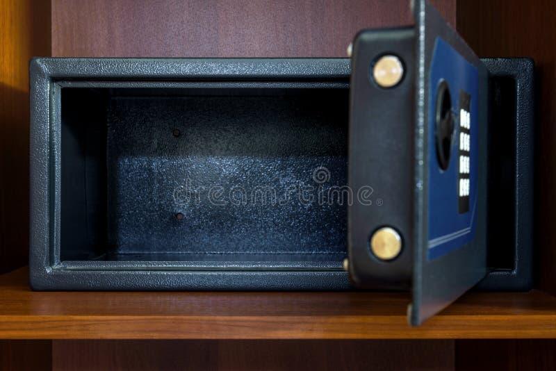 打开空的安全箱子 库存图片