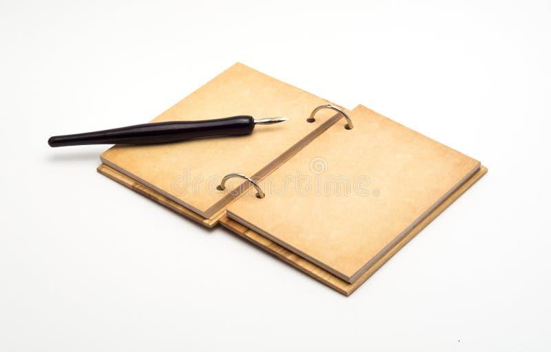 打开笔记本老钢笔 免版税库存照片