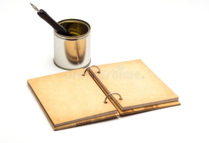 打开笔记本老钢笔 免版税库存图片