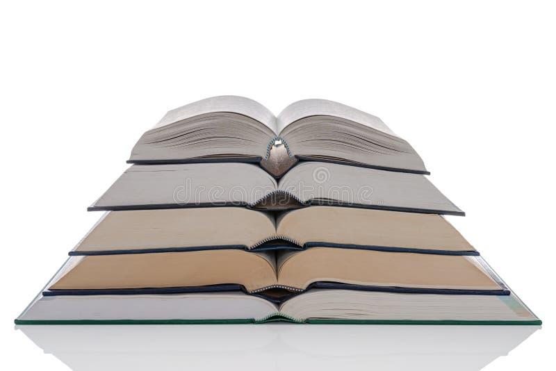 打开精装书在白色的书架 免版税库存图片
