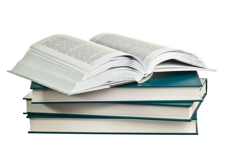 打开说谎在堆的书书 免版税库存照片