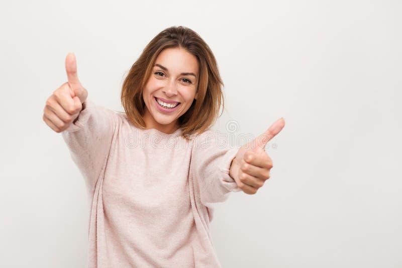 打手势赞许的快乐的妇女 库存图片