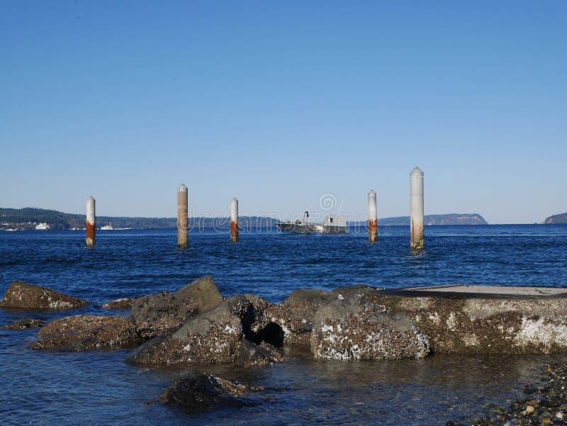 打桩在Mukilteo附近的海洋 库存图片