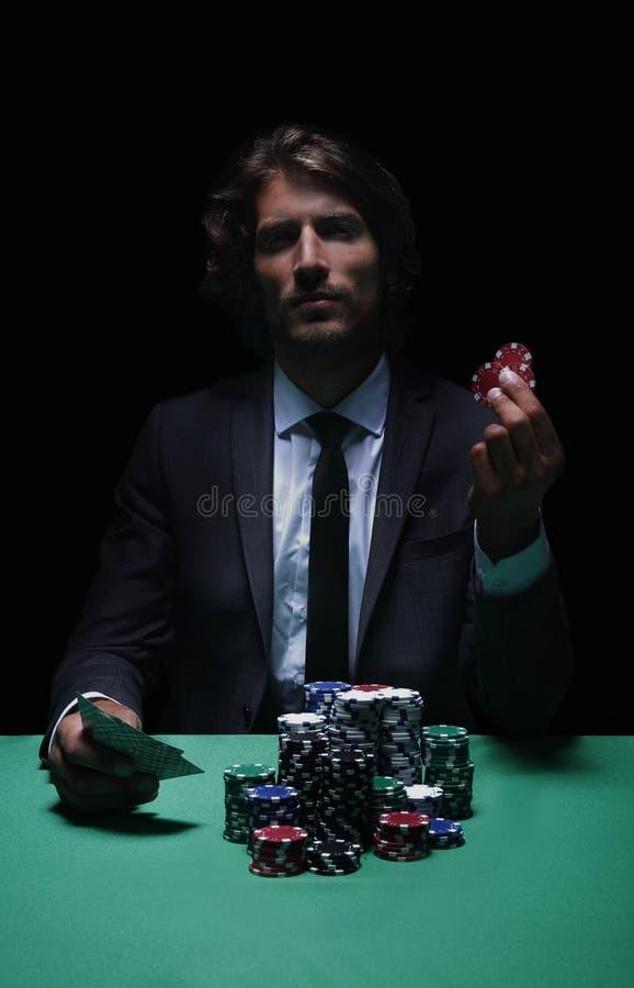 打牌者在赌博娱乐场 库存图片