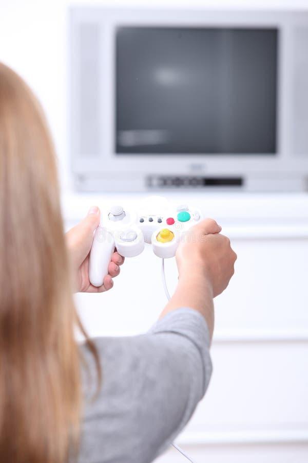打电脑游戏的女孩 库存图片