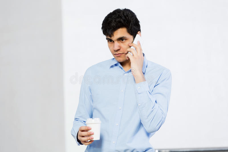 Download 打电话 库存照片. 图片 包括有 工作者, 交谈, 愉快, 移动电话, 联系, 现代, 购买权, 生意人 - 59106008