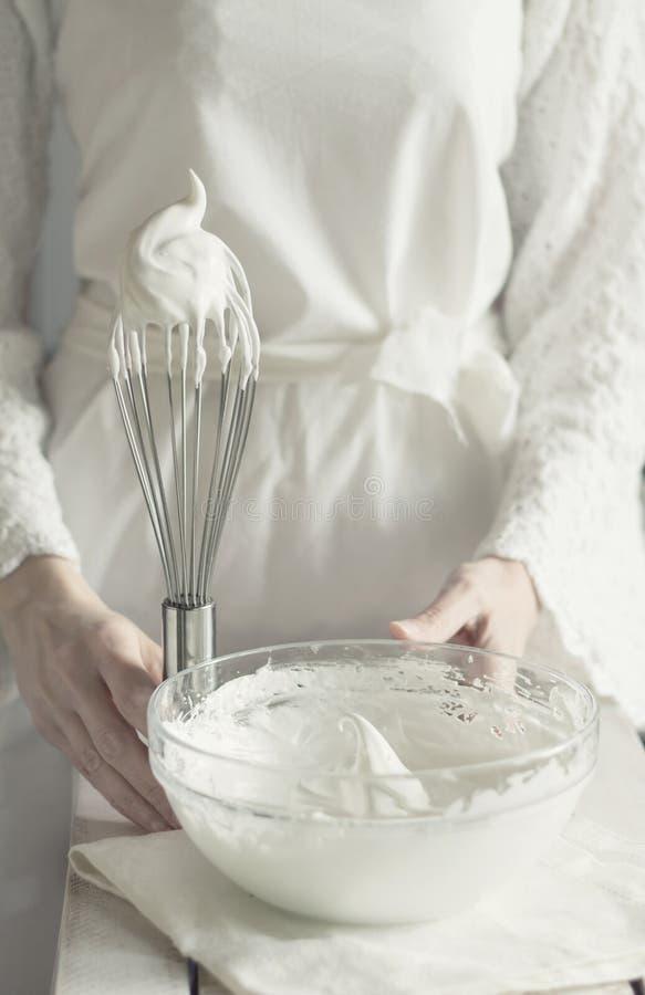 打白色,蛋白甜饼 库存照片