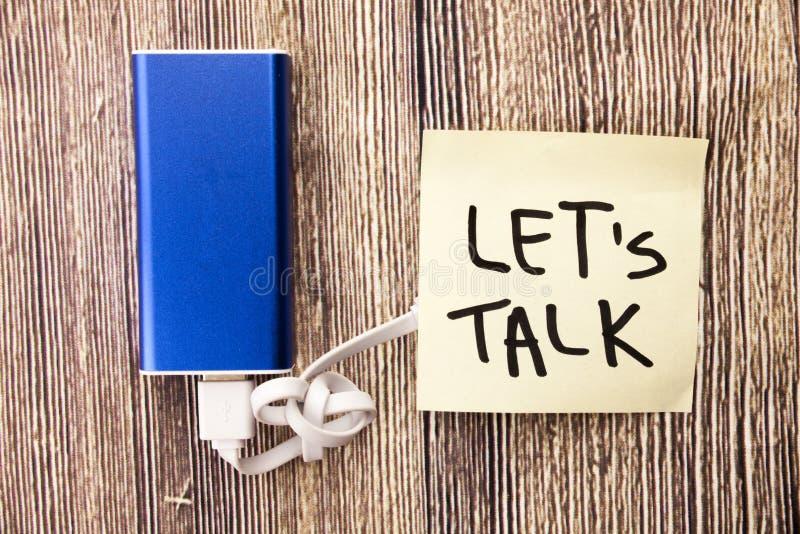 打破僵局 传达您的想法 声音您的问题 开始与某人的一次交谈 谈话与人 分享id 免版税库存照片