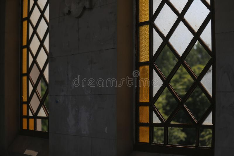 打破的城市污迹玻璃窗 免版税库存照片