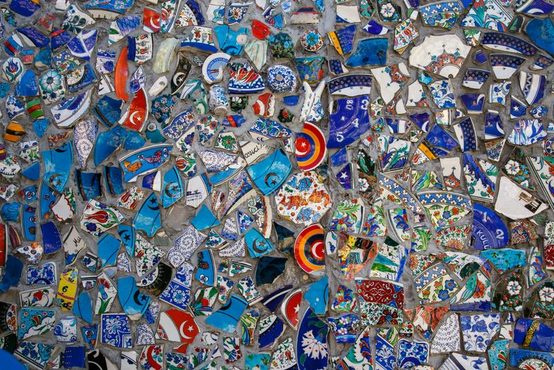 打破的板材五颜六色的残骸马赛克背景,墙壁陶瓷样式抽象派设计  库存图片